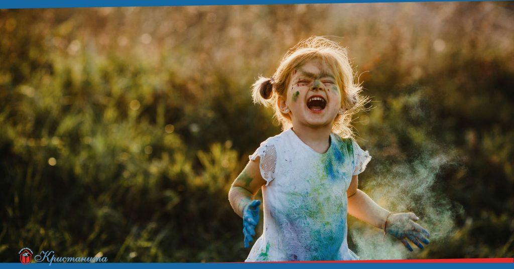 Детегледачката и щастливото дете
